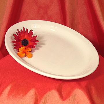 Sabina Plate - Oval at Cody Party Store & Rentals